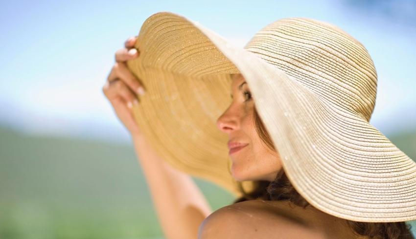 Woman with hat preventing hyperpigmentation